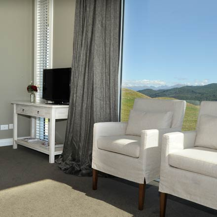 Prospect Lodge Te Anau B&B offer luxury surroundings to relaxwhile visiting Fiordland.